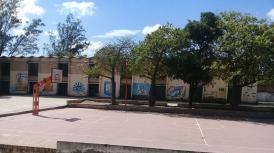 Dos de las Escuelas Secundarias más grandes de Las Termas, no poseen tinglados en sus patios.